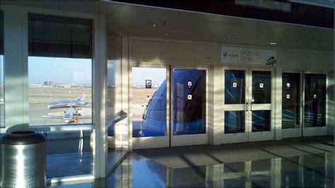 2012: Skylink Train at DFW (from C to A terminal) - YouTube